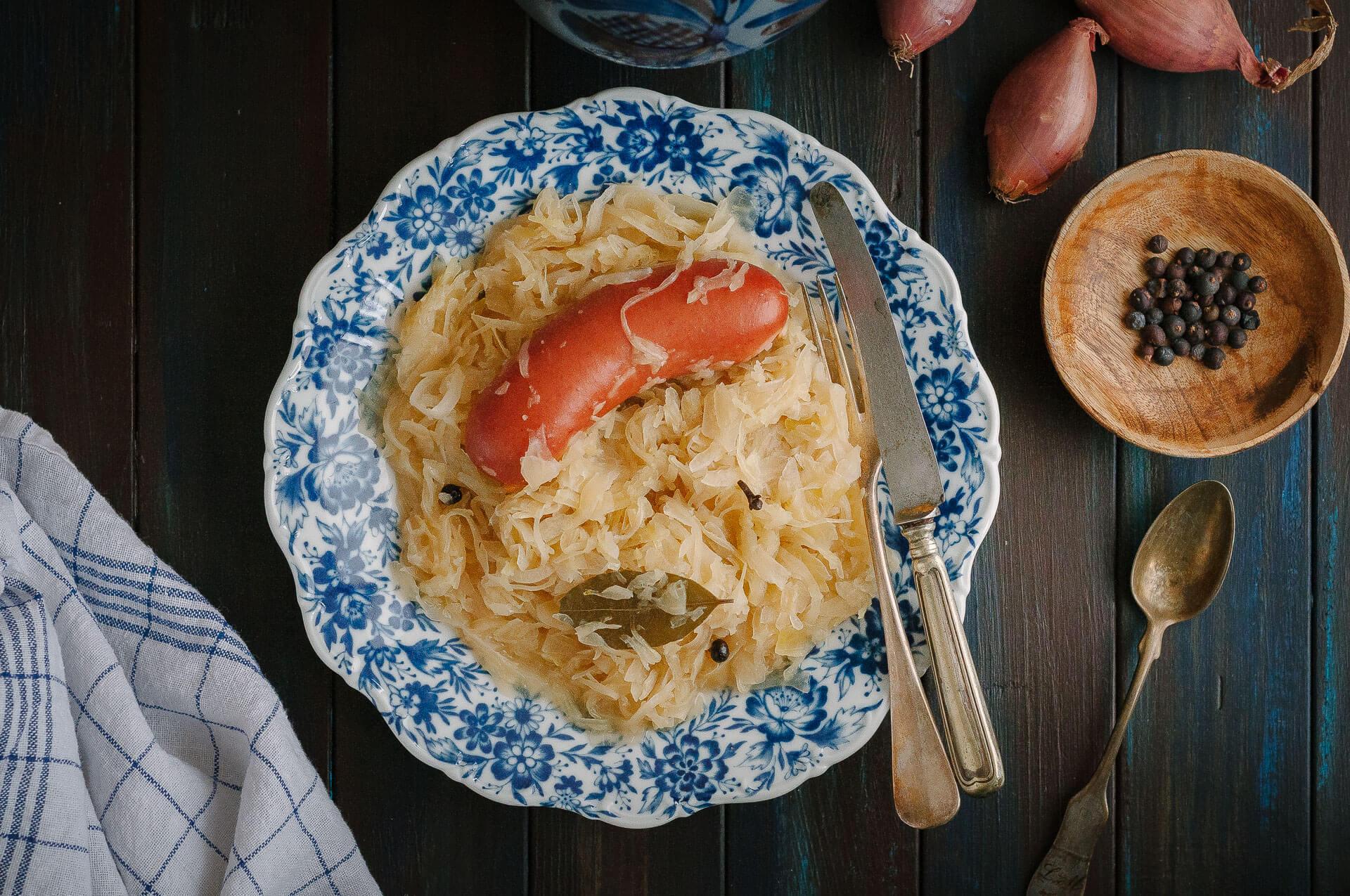 Sauerkraut und Rindswurst